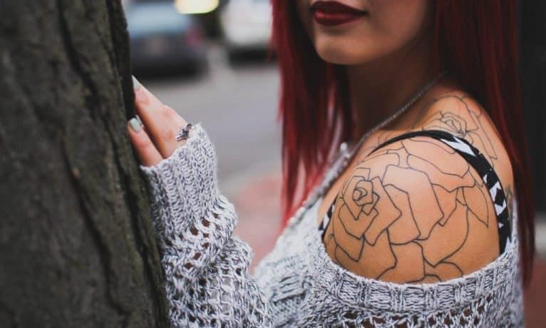 Jak pozbyć się tatuażu i czy to boli?