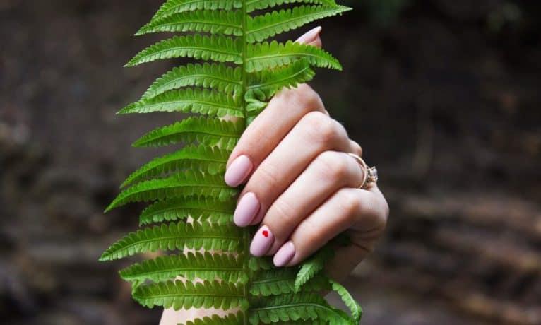Jak samodzielnie zrobić manicure hybrydowy?