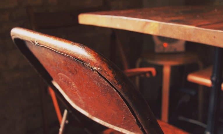 Jak odnowić stary stół?