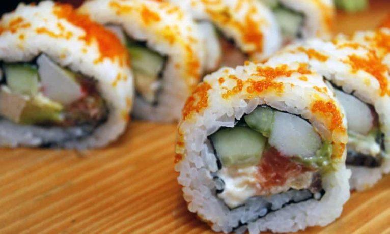 Jak szybko i łatwo zrobić domowe sushi?